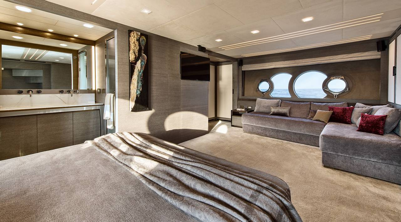Monte Carlo Yachts MCY 105 for sale - VIP stateroom