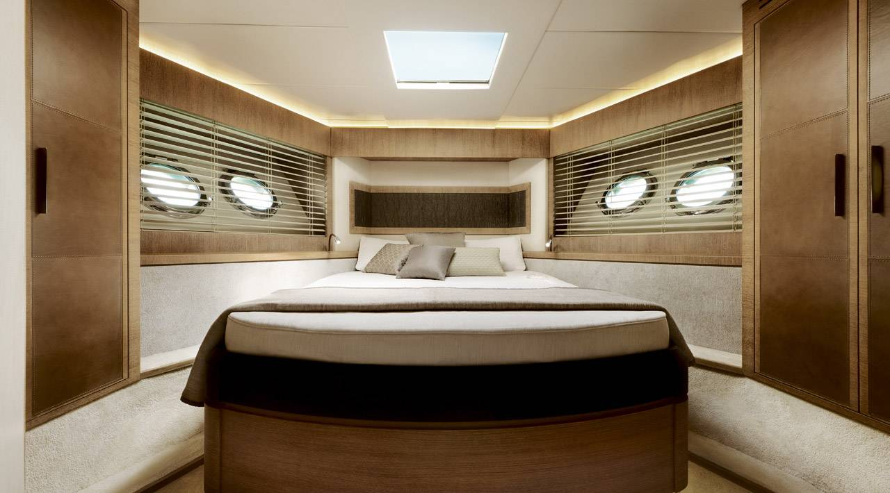 Monte Carlo MCY 76 yacht for sale - VIP cabin