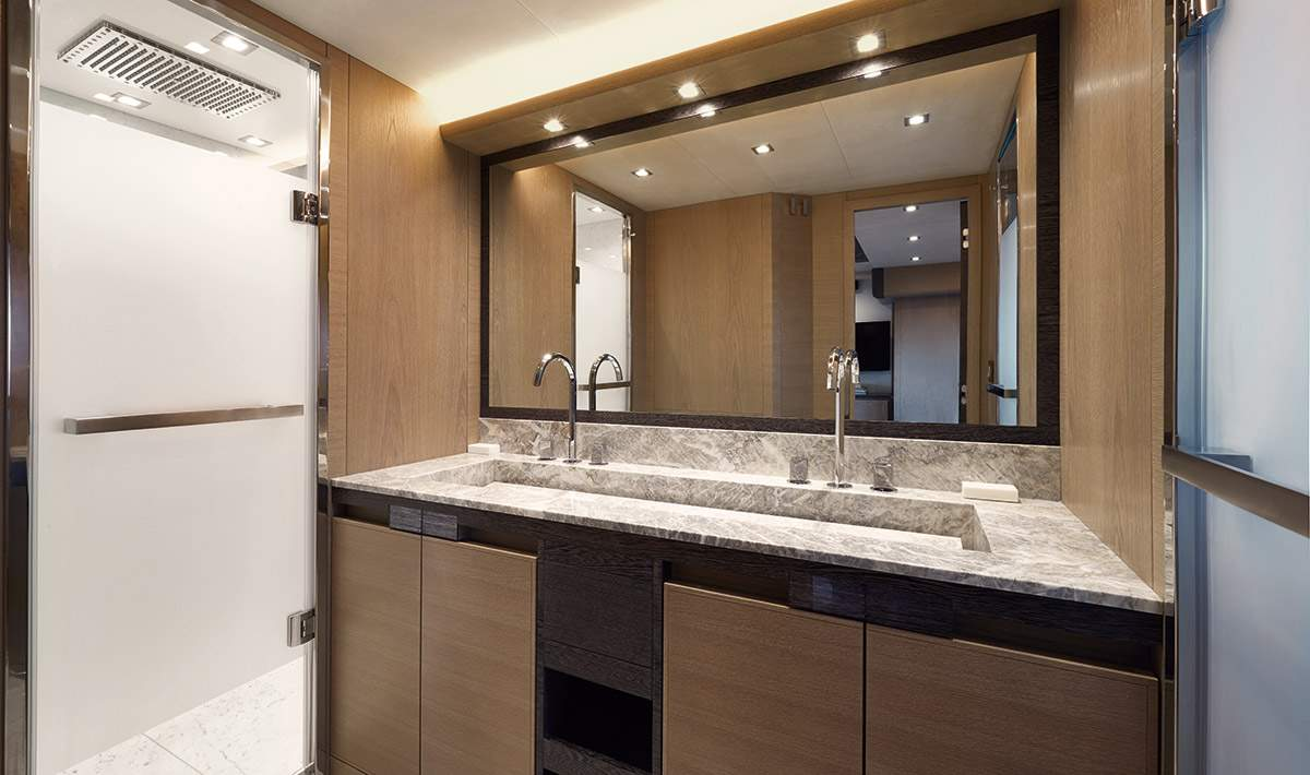 Monte Carlo MCY 80 yacht for sale - ensuite master bathroom