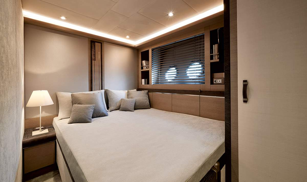 Monte Carlo MCY 80 yacht for sale - guest cabin