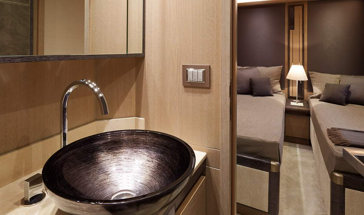 Monte Carlo MCY 80 yacht for sale - ensuite bathroom