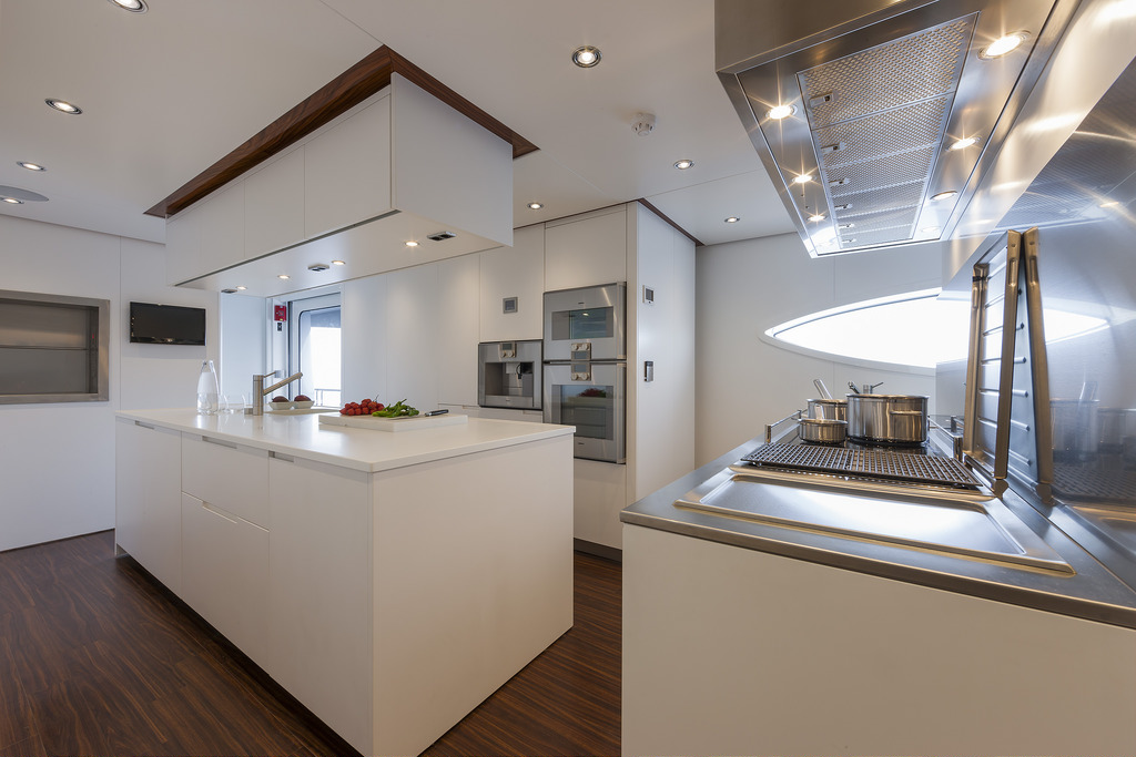 Vicem 151 Tri Deck - galley