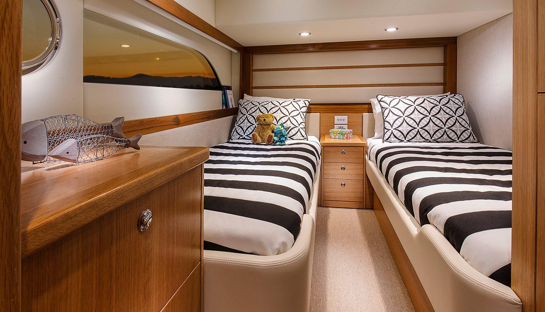 Riviera 525 SUV - Starboard Cabin