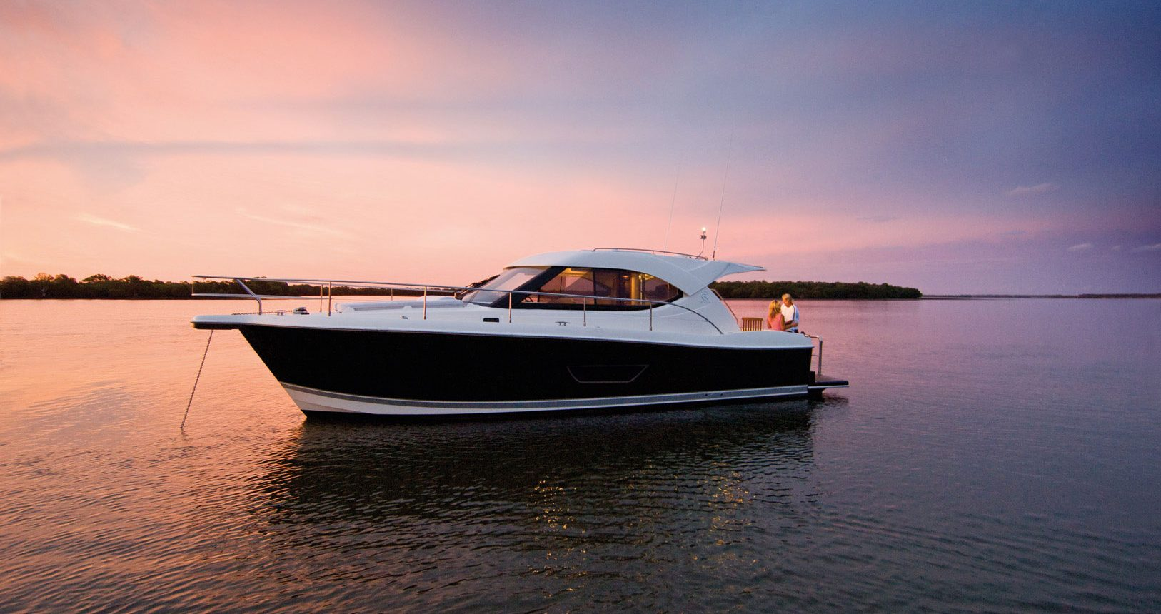 Riviera 3600 Sport Yacht for sale - Anchored