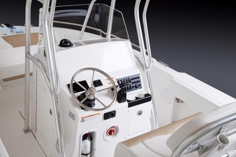 Edgewater 208CC for sale - helm