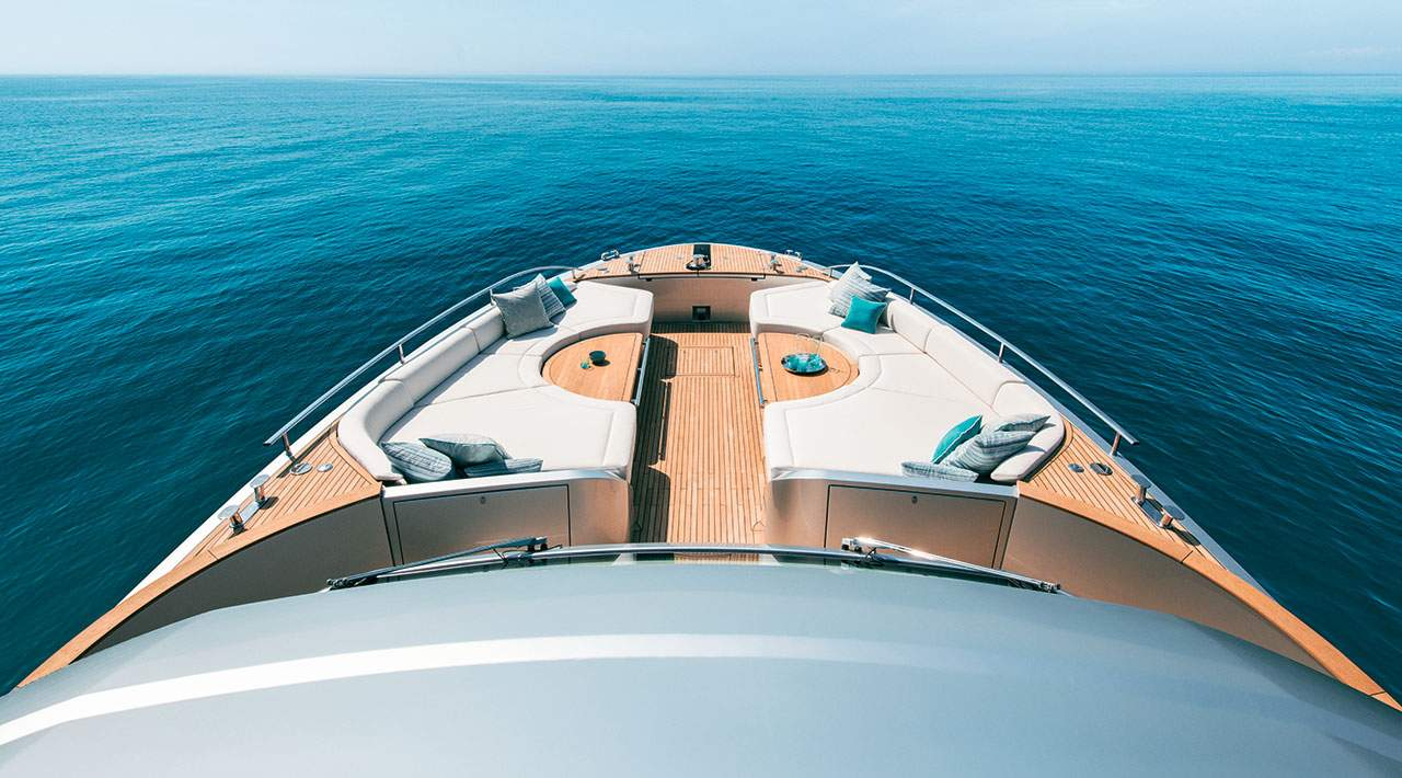 Monte Carlo Yachts MCY 76 Bow Seating