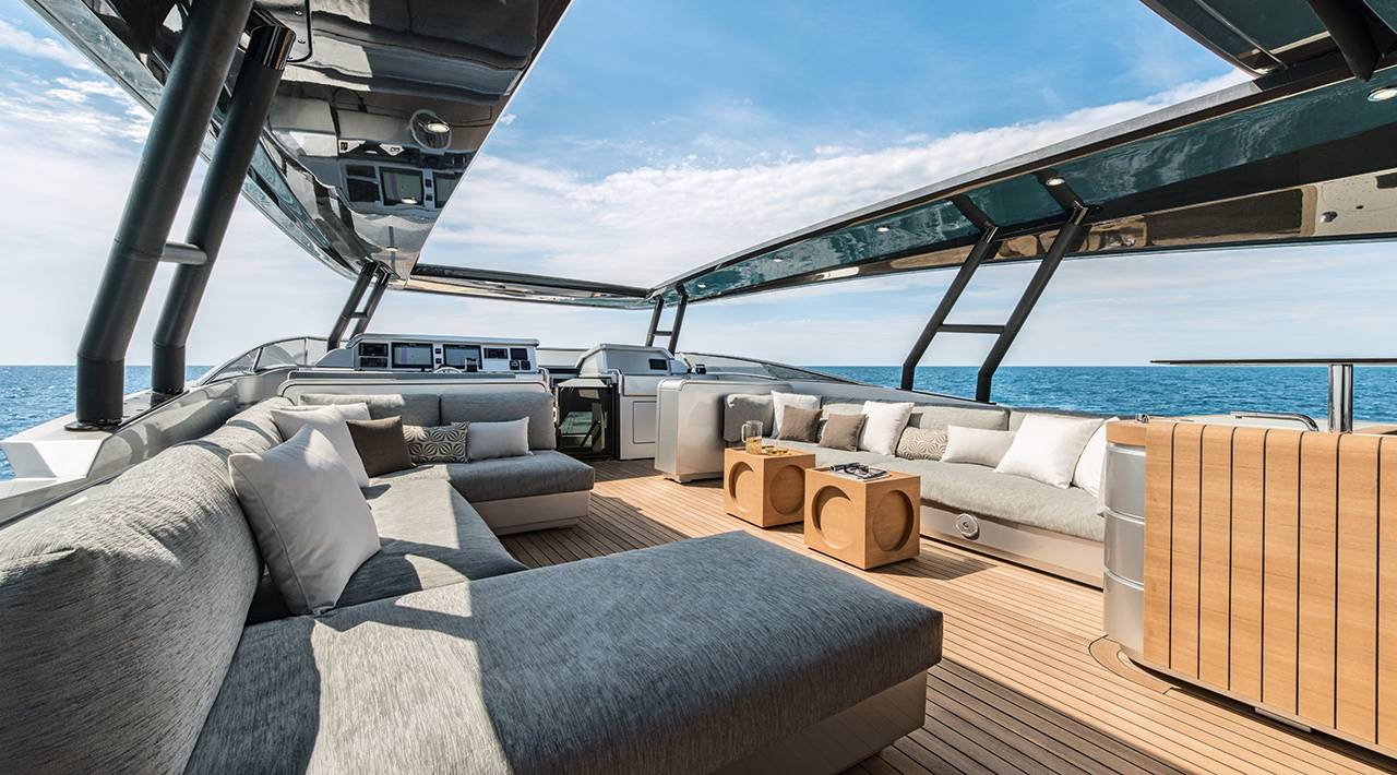 Monte Carlo MCY 105 for sale - flybridge lounge