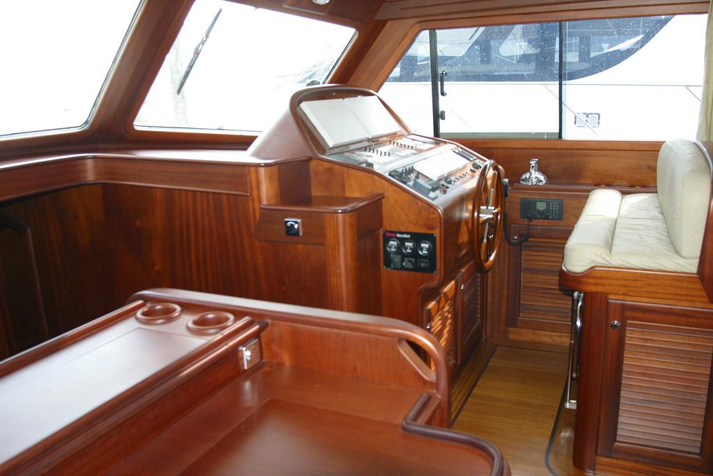 Vicem 58 Classic Flybridge - helm