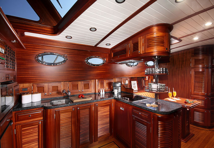 Vicem 71 Classic Flybridge - galley