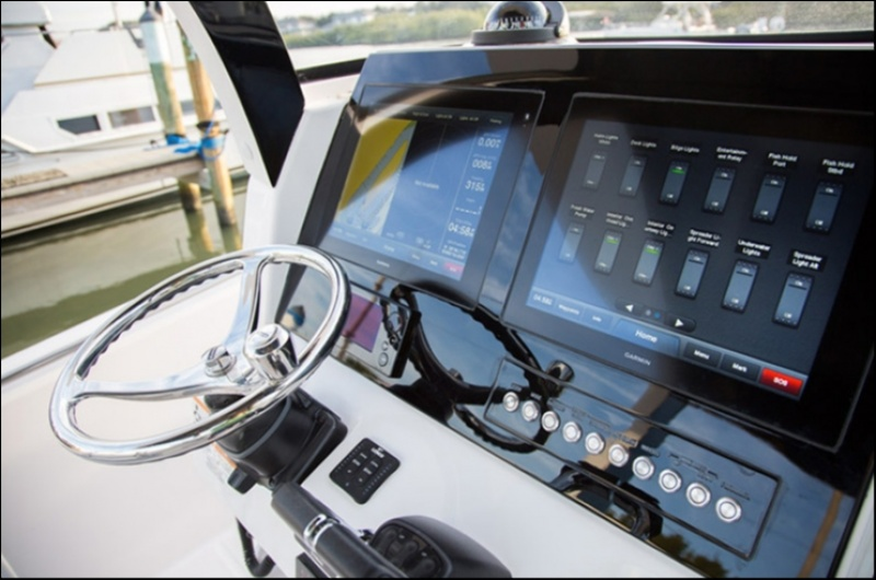 Edgewater 368CC for sale - helm