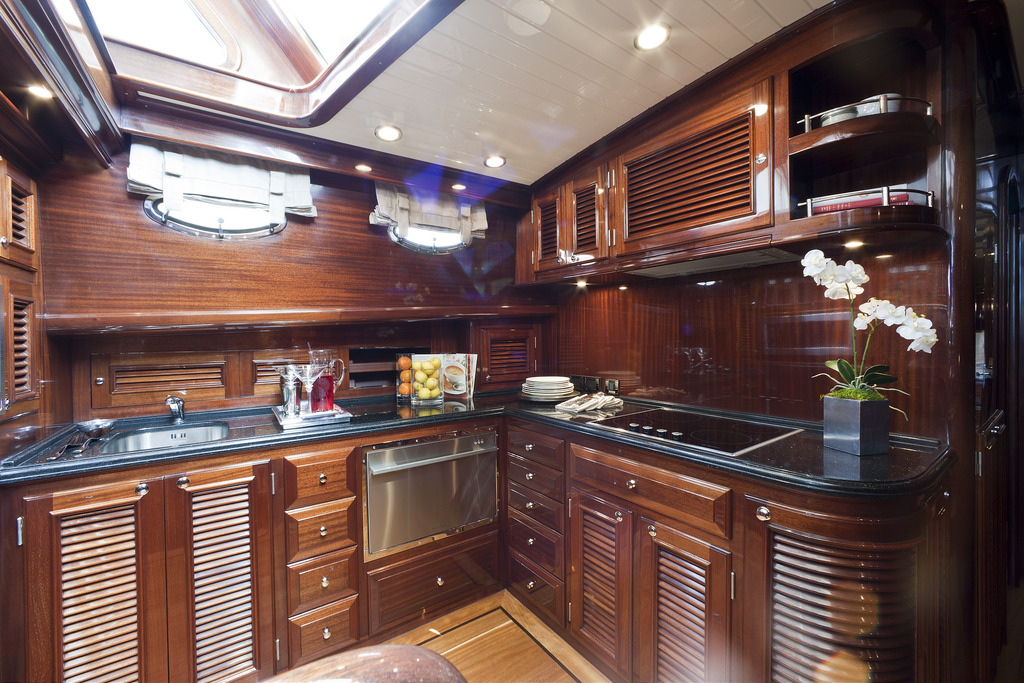 Vicem 64 Classic Flybridge - galley