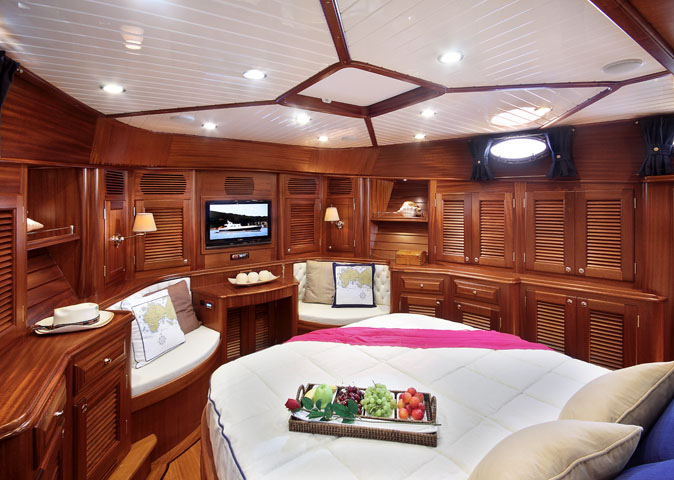 Vicem 71 Classic Flybridge - Guest Stateroom
