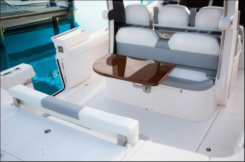 Edgewater 368CC for sale - seating