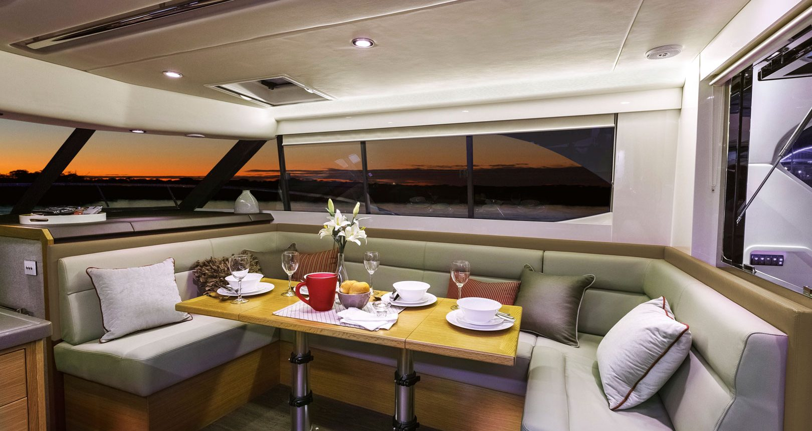 Riviera 445 SUV for sale - dining area