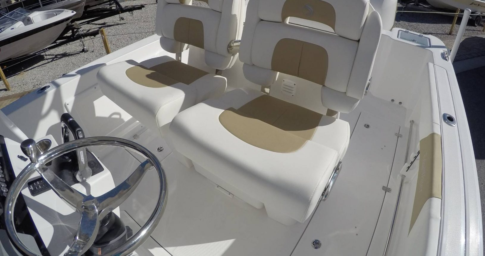 Edgewater 262CC for sale - helm seating