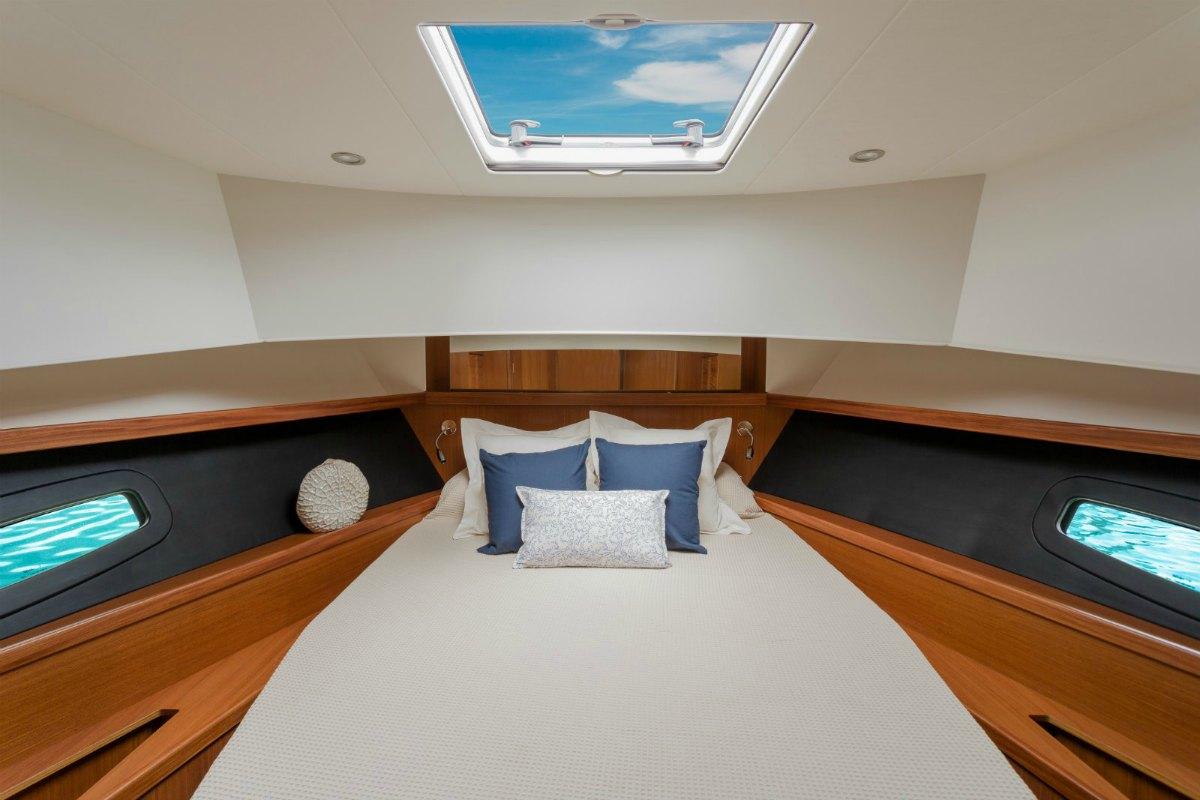 Minorca Islander 42 for sale - master stateroom