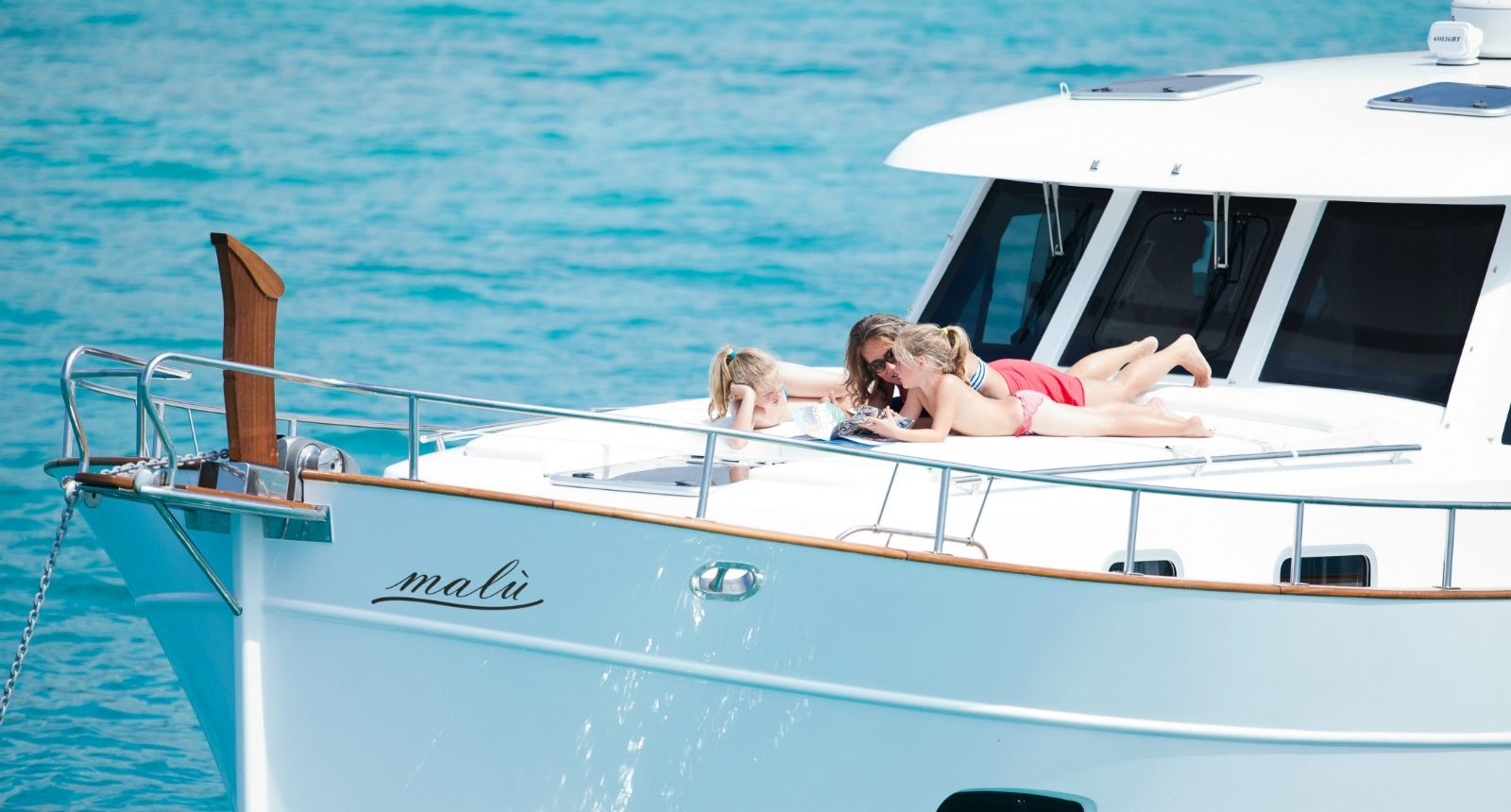 Minorca Islander 42 yacht for sale - bow