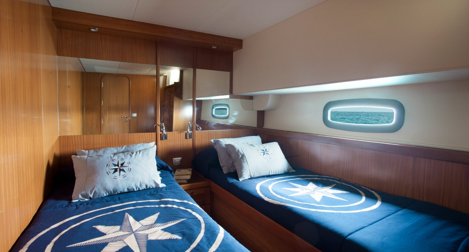 Minorca Islander 54 yacht for sale - guest cabin