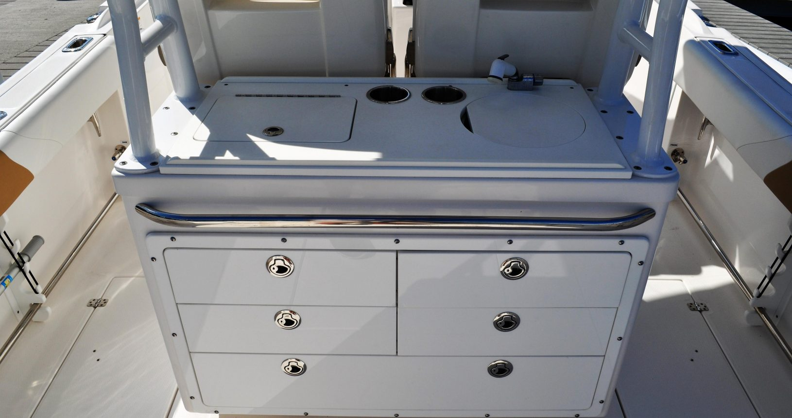 Edgewater 280CC for sale - helm storage