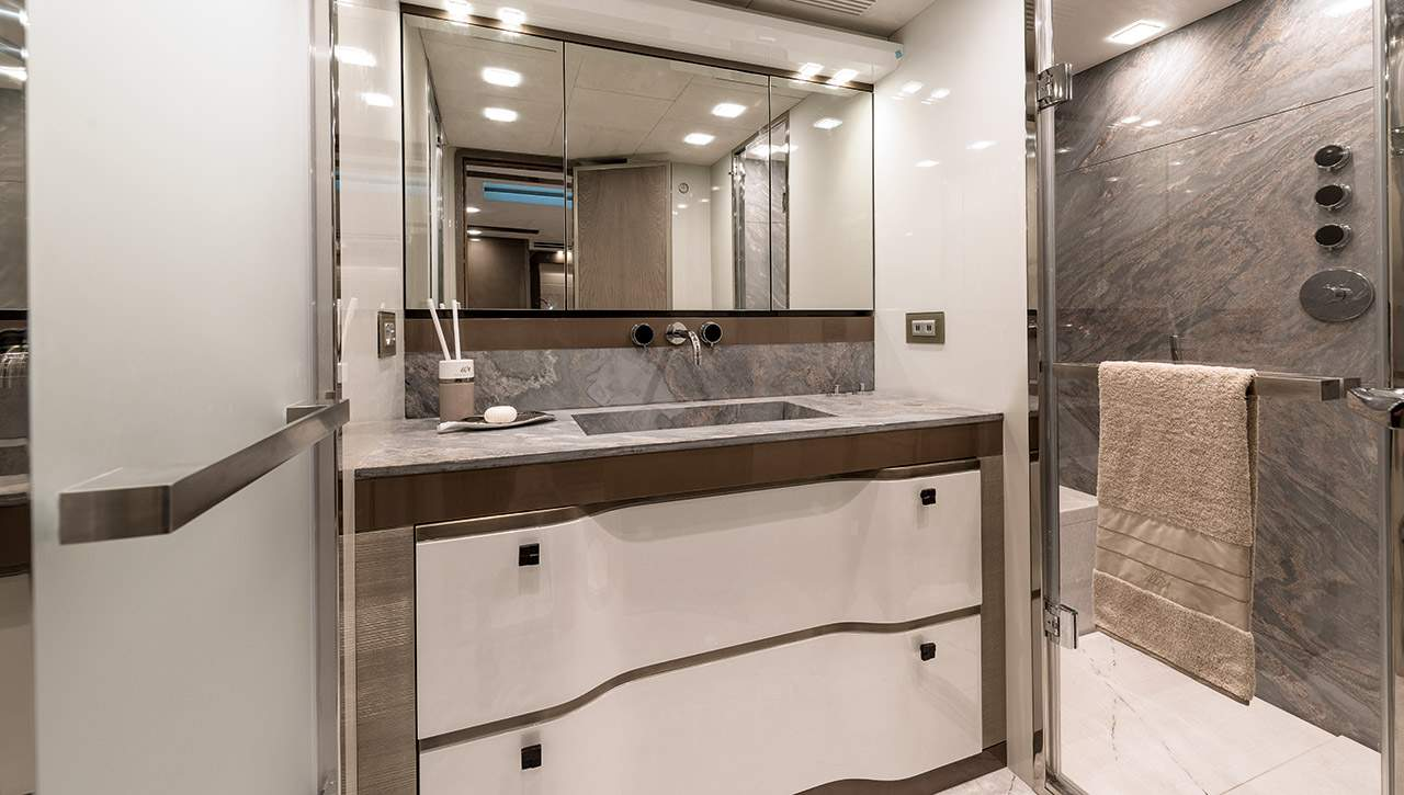 Monte Carlo MCY 96 yacht for sale - ensuite bathroom