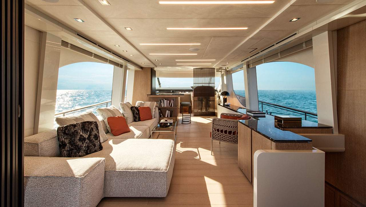 Monte Carlo Yachts MCY 70 salon seating