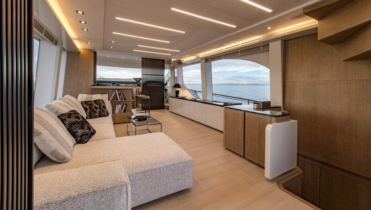 Monte Carlo Yachts MCY 70 salon