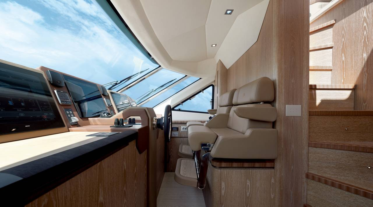 Monte Carlo Yacht MCY 86 for sale - Helm station
