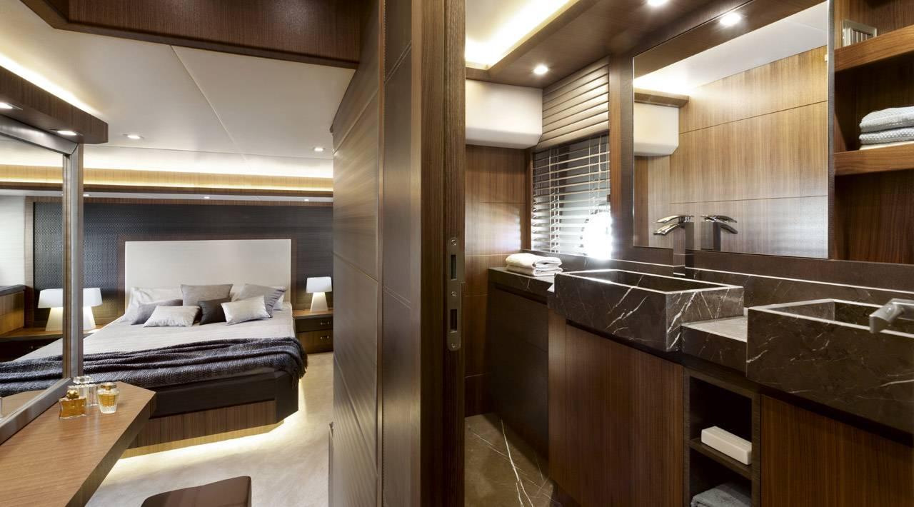 Monte Carlo Yachts MCY 65 for sale - ensuite bathroom