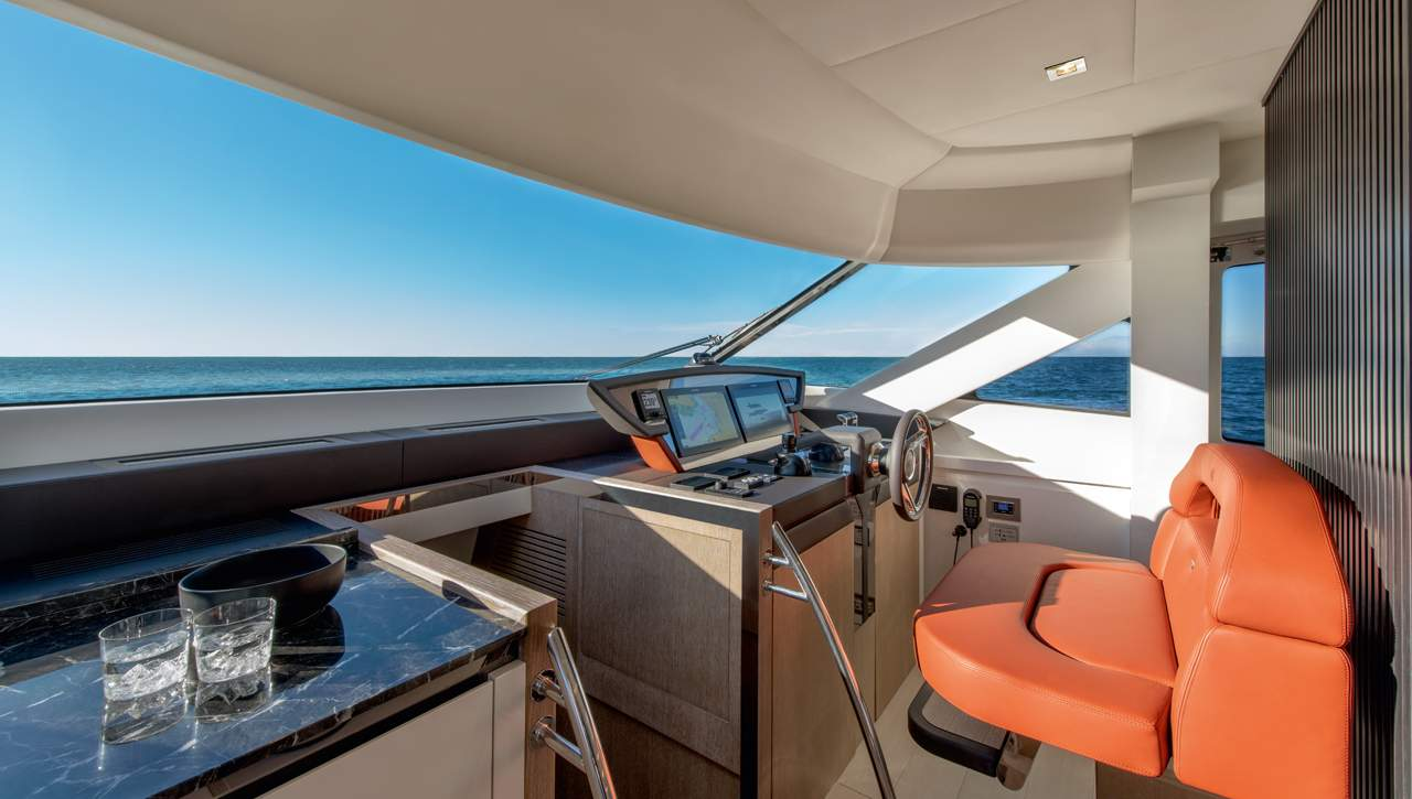 Monte Carlo Yachts MCY 70 helm navigation area