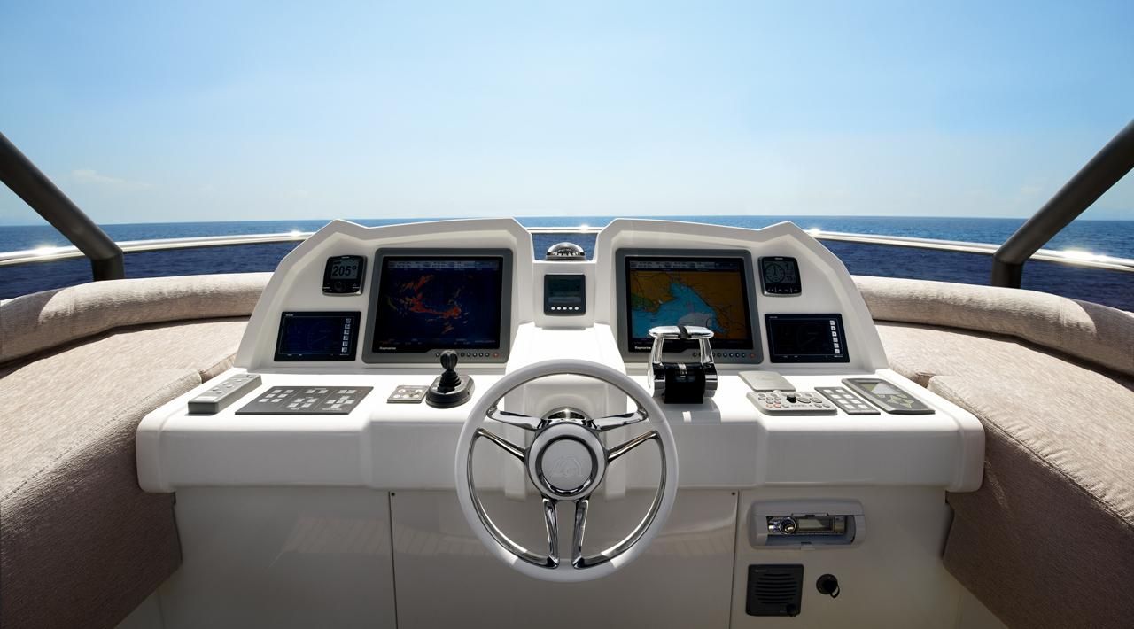 Monte Carlo Yachts - MCY 70 for sale - Helm Station