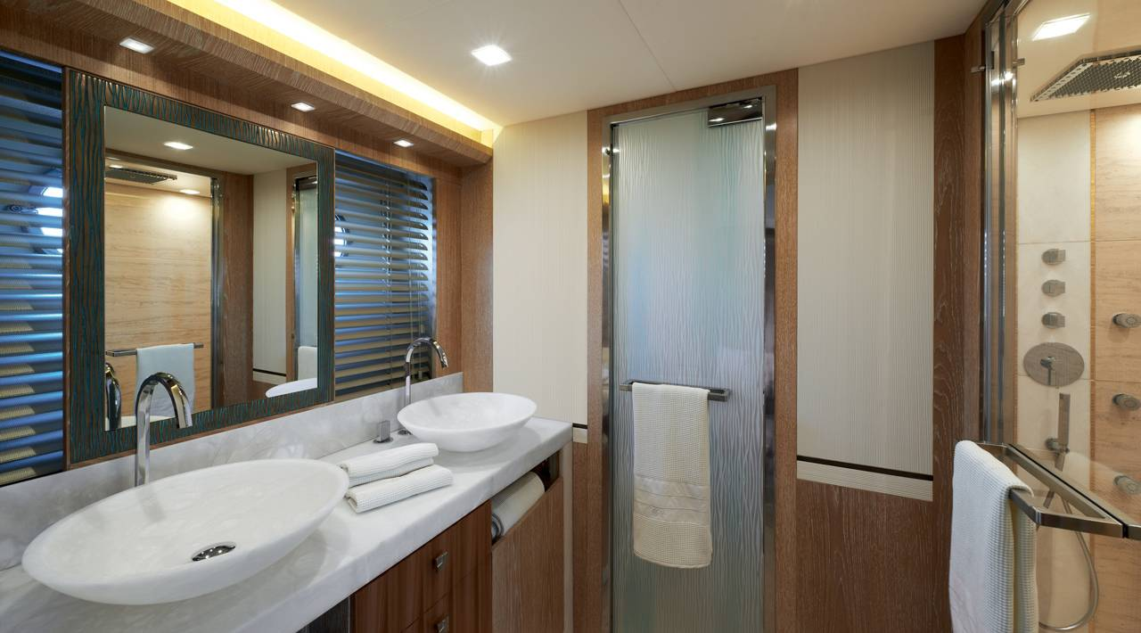 Monte Carlo Yacht MCY 86 for sale - Ensuite Master Stateroom