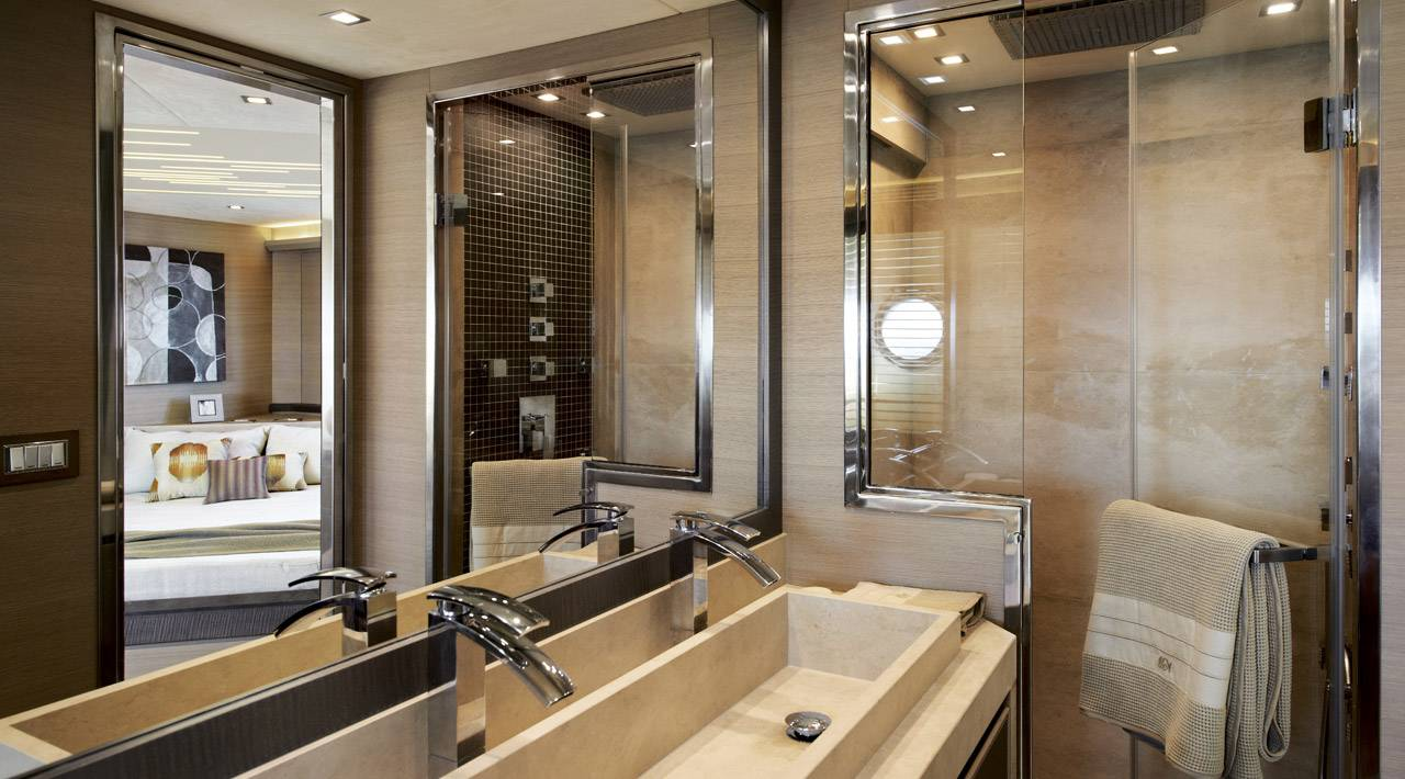 Monte Carlo Yachts - MCY 70 for sale - Ensuite Master Bathroom