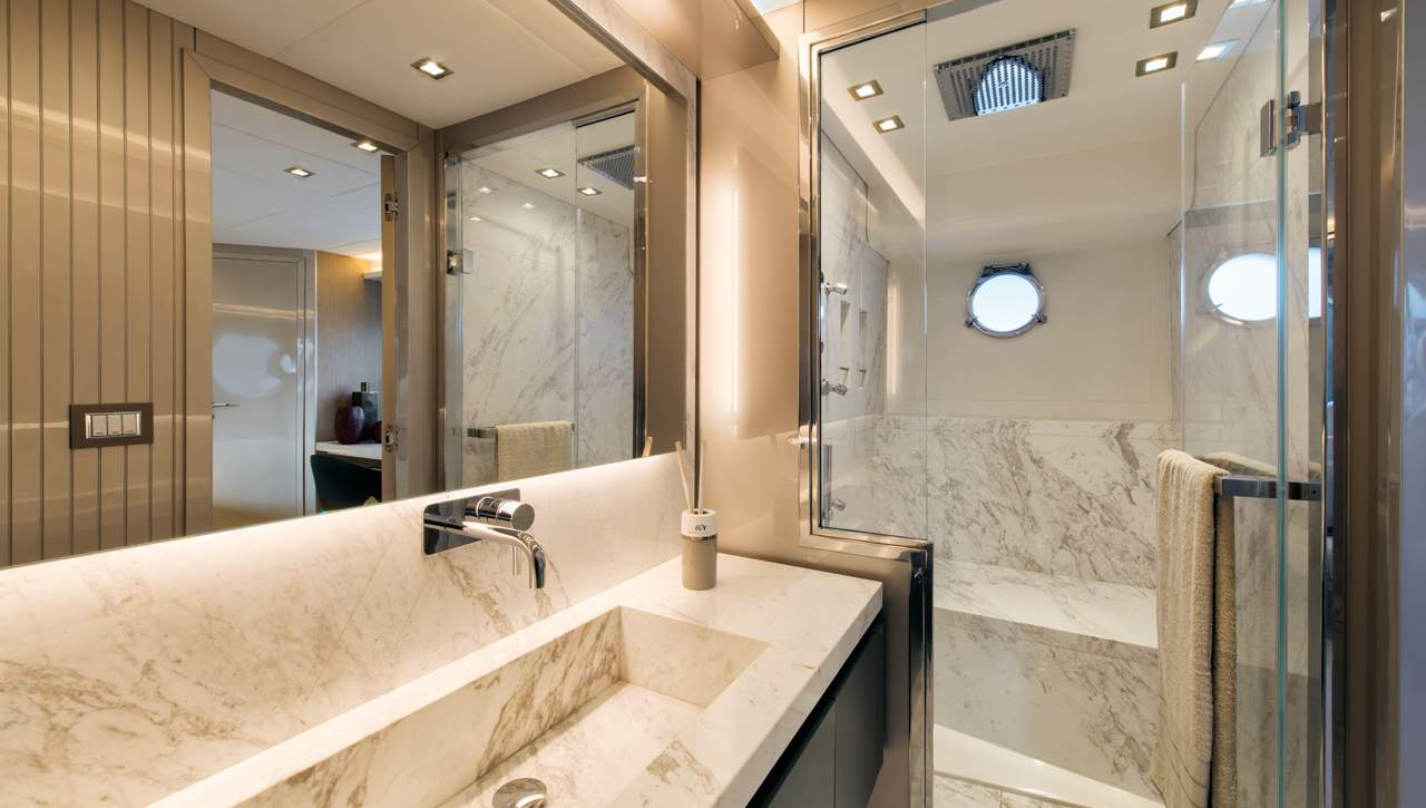 Monte Carlo Yachts MCY 70 master bathroom