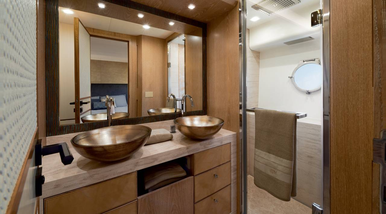 Monte Carlo Yacht MCY 86 for sale - Ensuite VIP bathroom