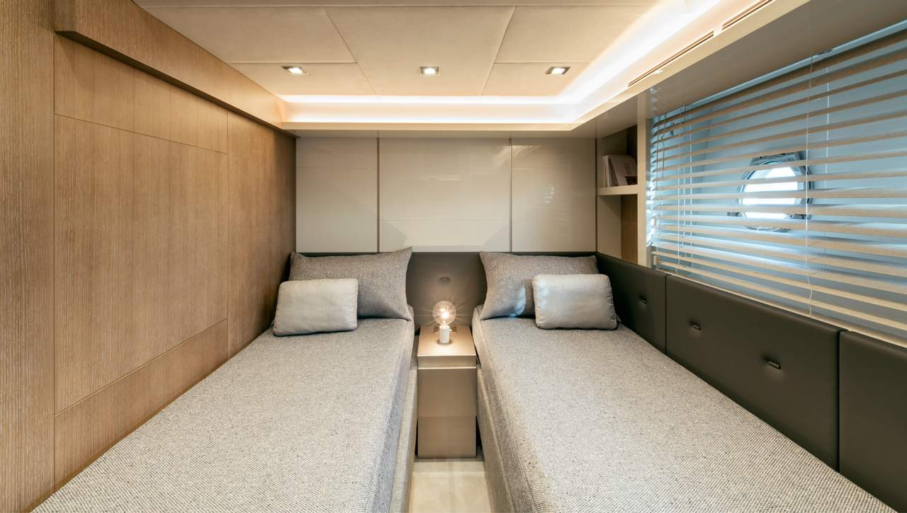 Monte Carlo Yachts MCY 70 Guest Cabin