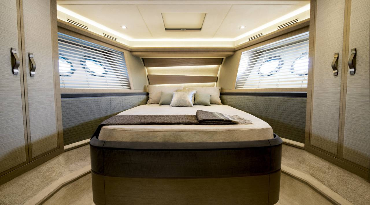 Monte Carlo Yachts - MCY 70 for sale - VIP Cabin