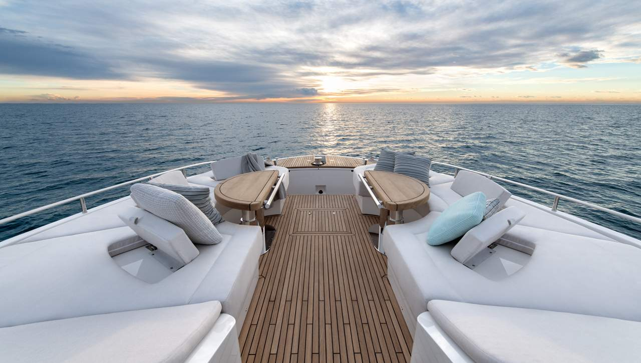 Monte Carlo Yachts MCY 70 bow seating