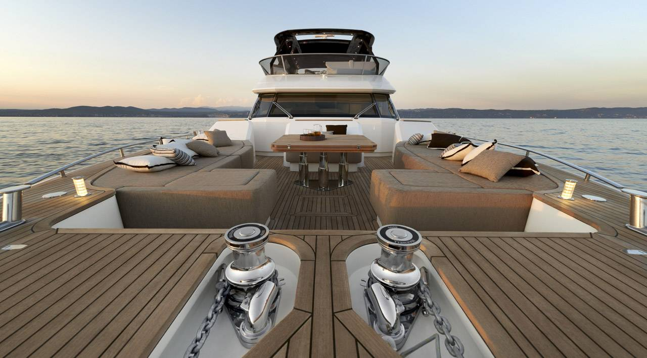 Monte Carlo Yacht MCY 86 for sale - bow lounge