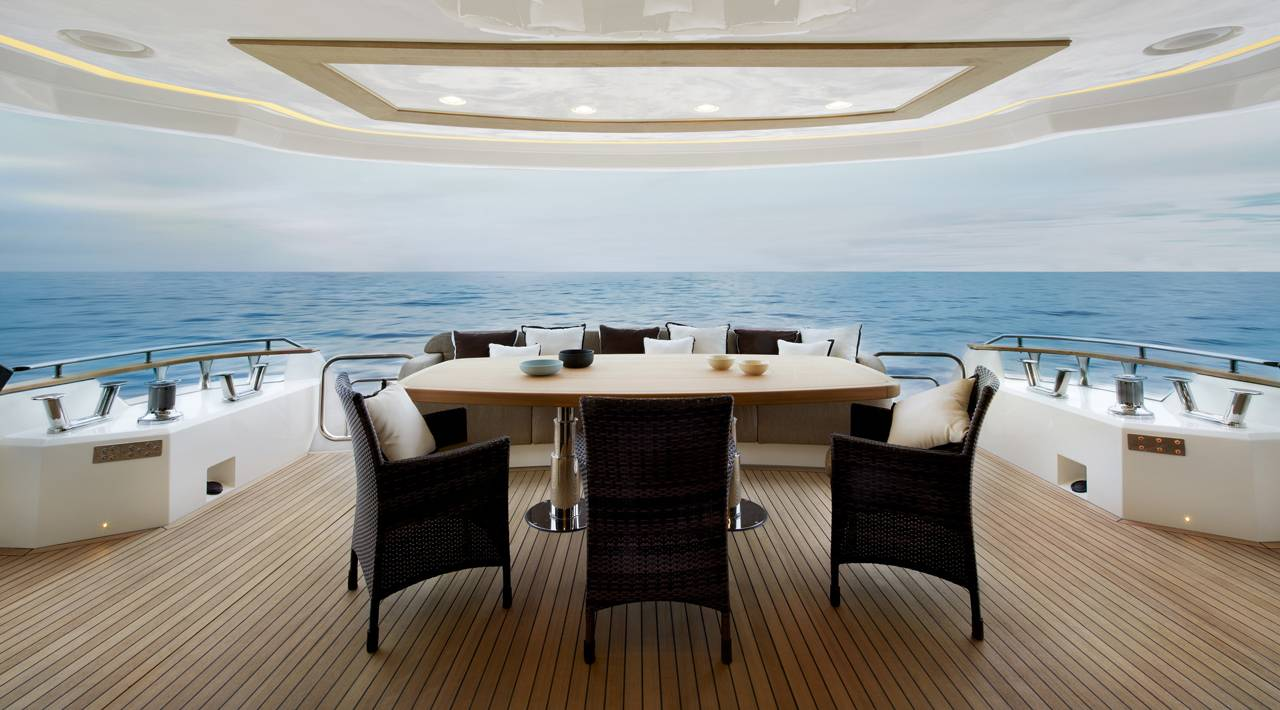 Monte Carlo Yacht MCY 86 for sale - Aft lounge