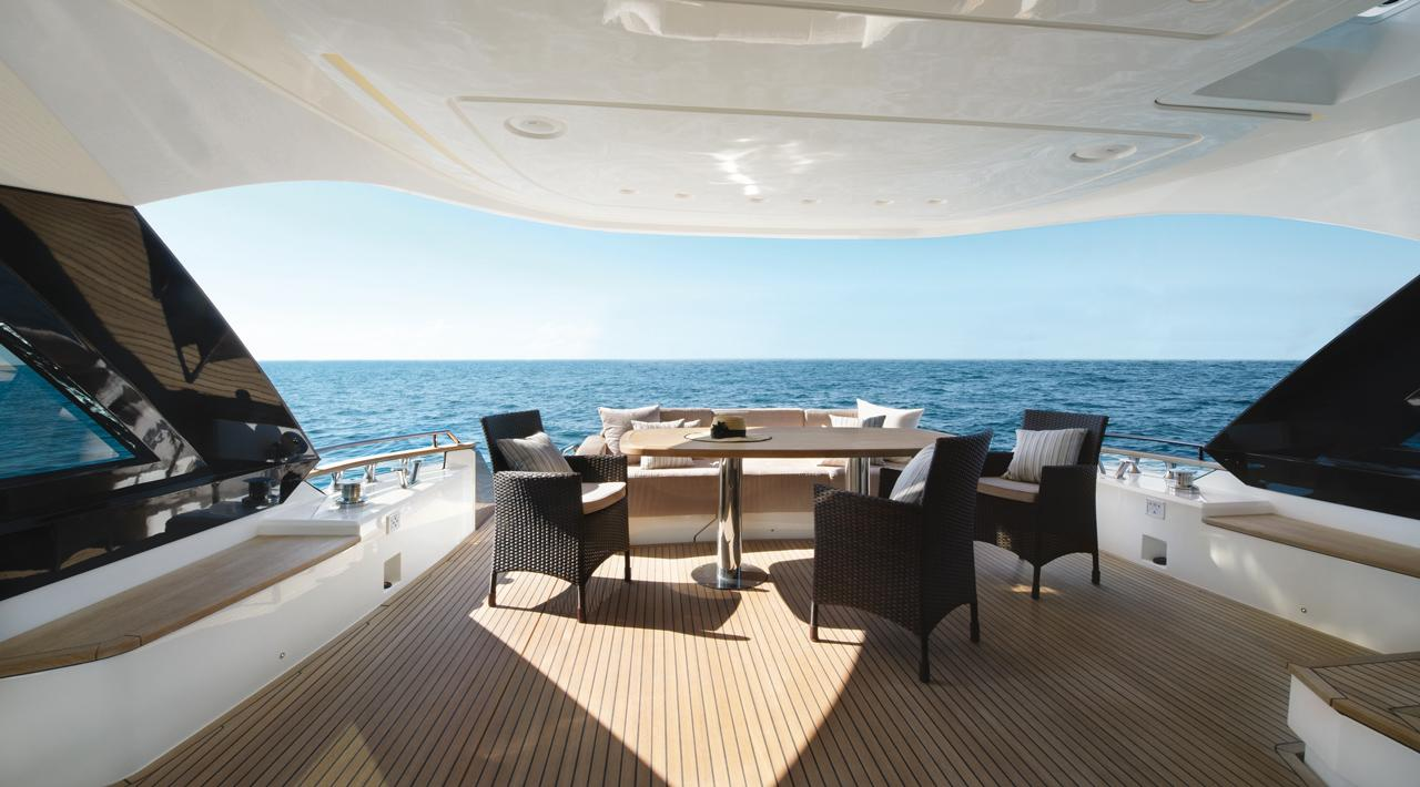 Monte Carlo Yachts - MCY 70 for sale - aft lounge