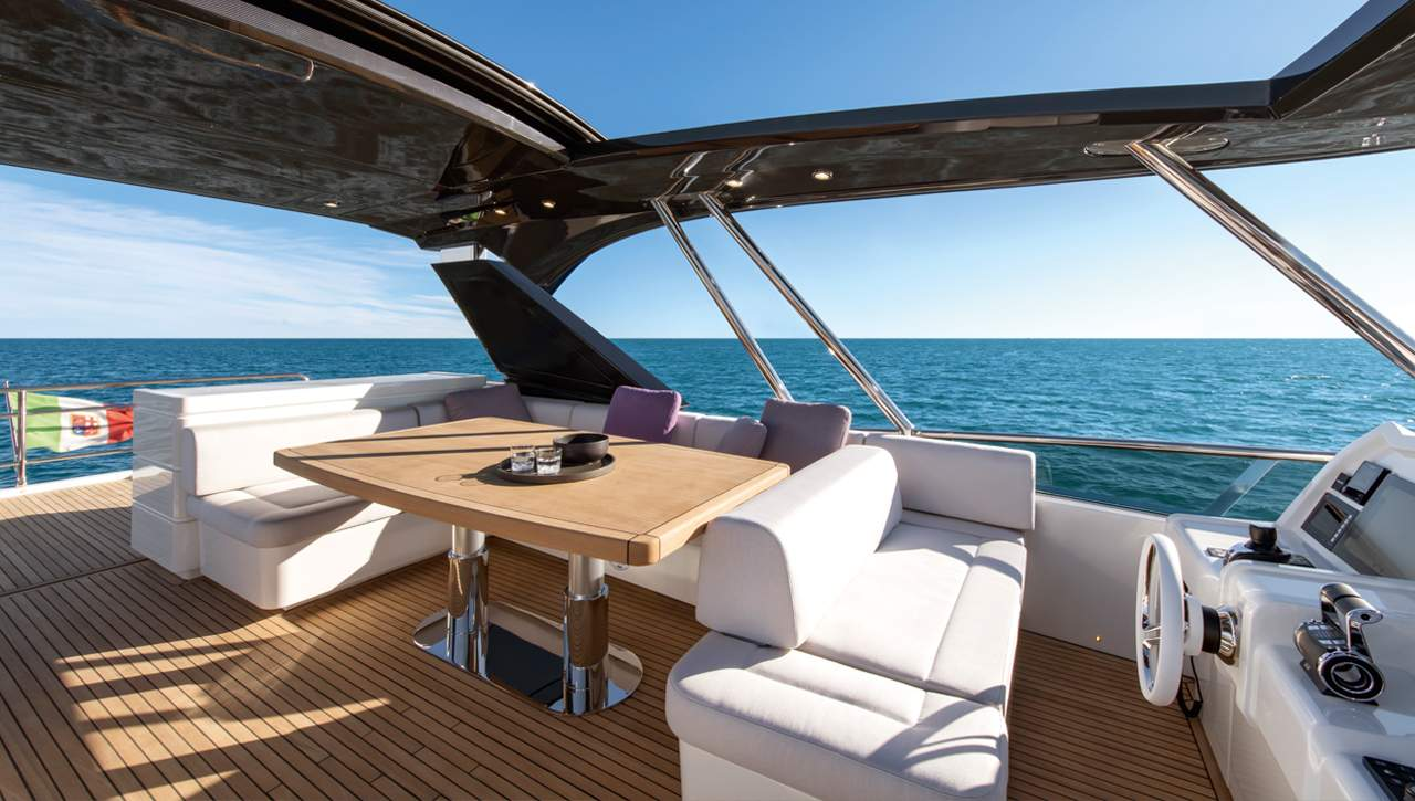 Monte Carlo Yachts MCY 70 flybridge seating