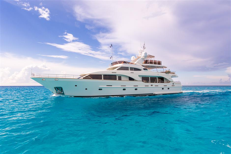 100 Foot Yacht >> Used Motor Yachts For Sale From 90 To 100 Feet Sys Yacht Sales