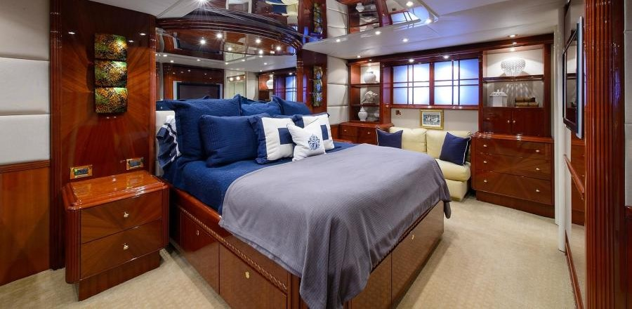 Sold - 2003 Lazzara 80 Skylounge - master stateroom