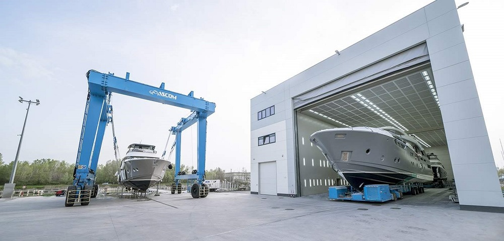 Monte Carlo Yachts MCY under production