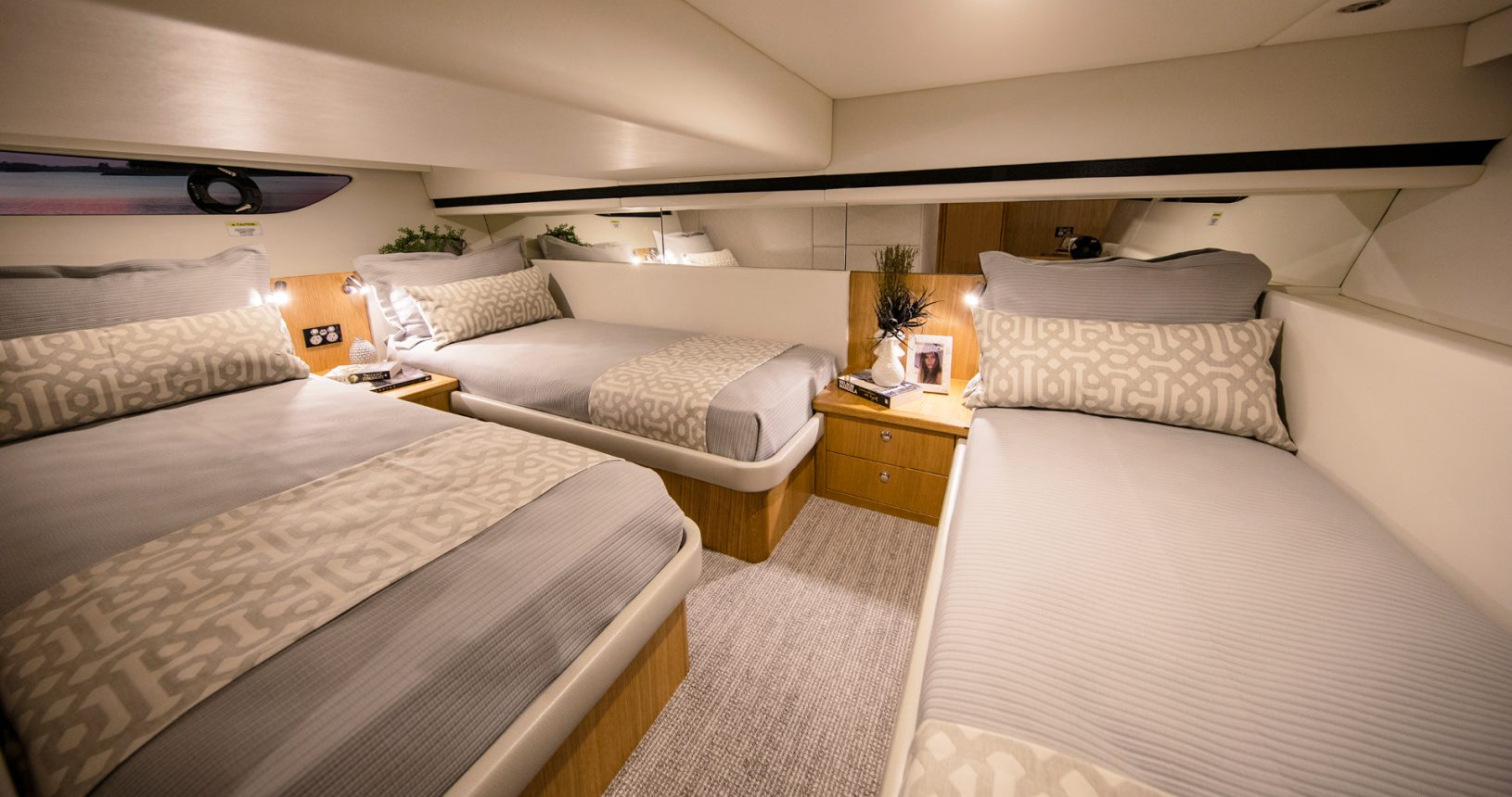 Riviera 39 Sports Motor Yacht - Guest Stateroom