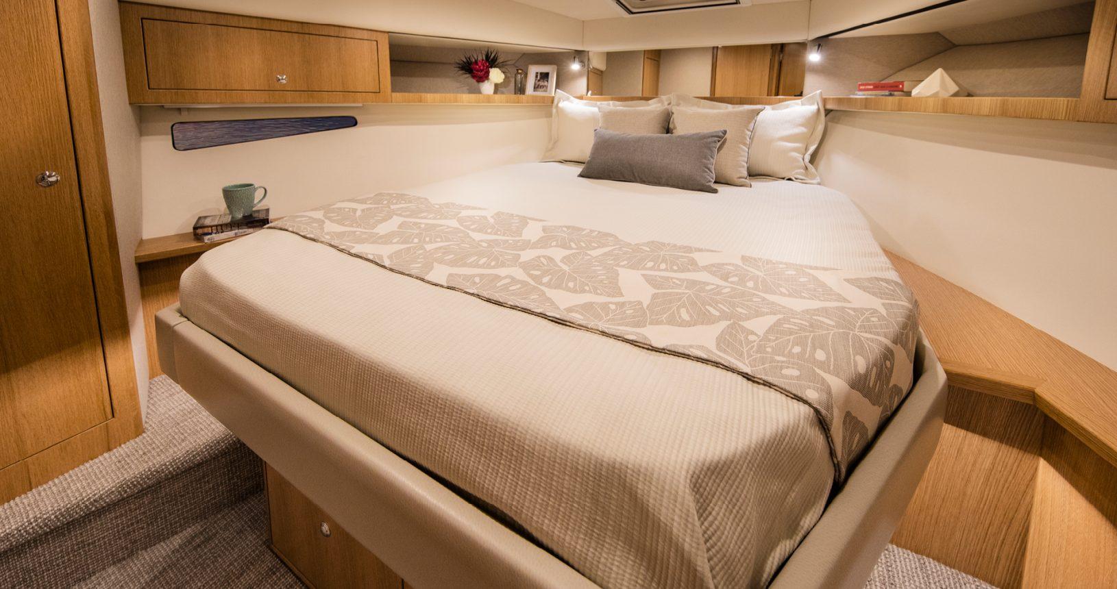 Riviera 39 Sports Motor Yacht - Master Stateroom
