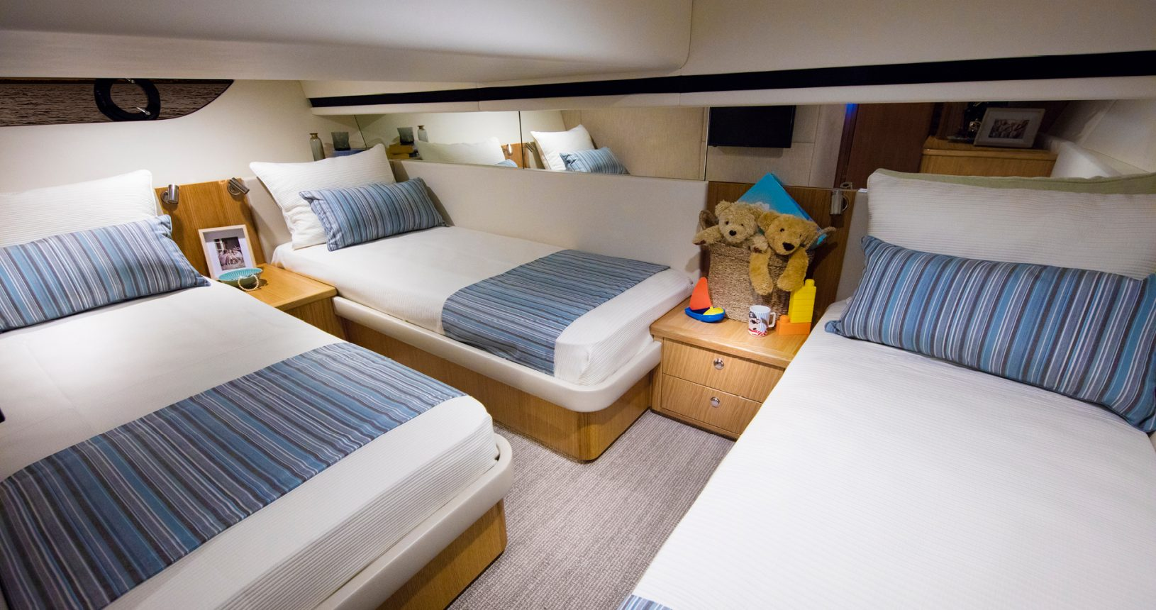 Riviera 395 SUV - Guest Stateroom