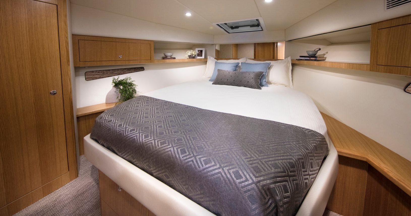 Riviera 395 SUV - Master Stateroom