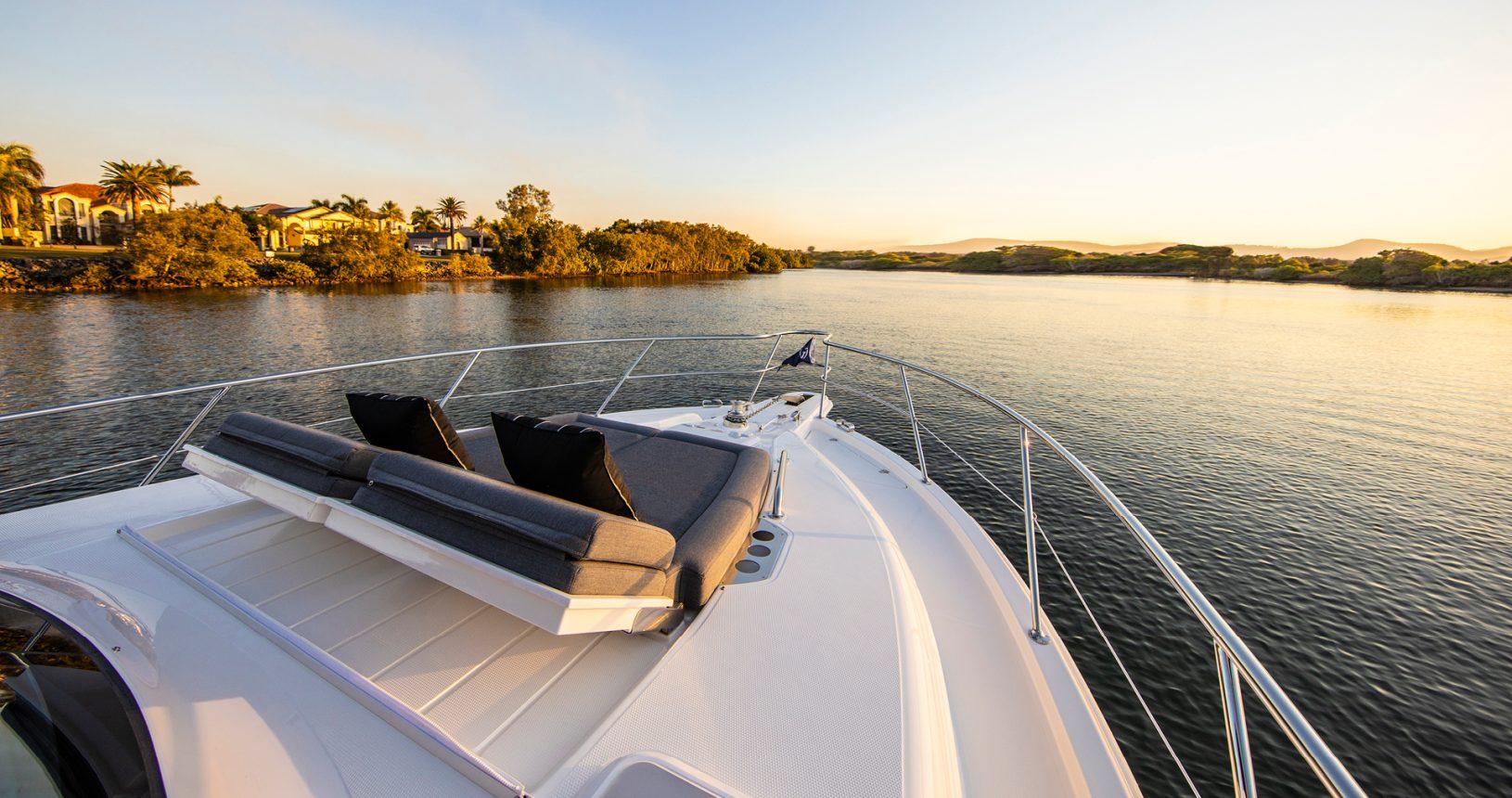 Riviera 39 Sports Motor Yacht - Foredeck