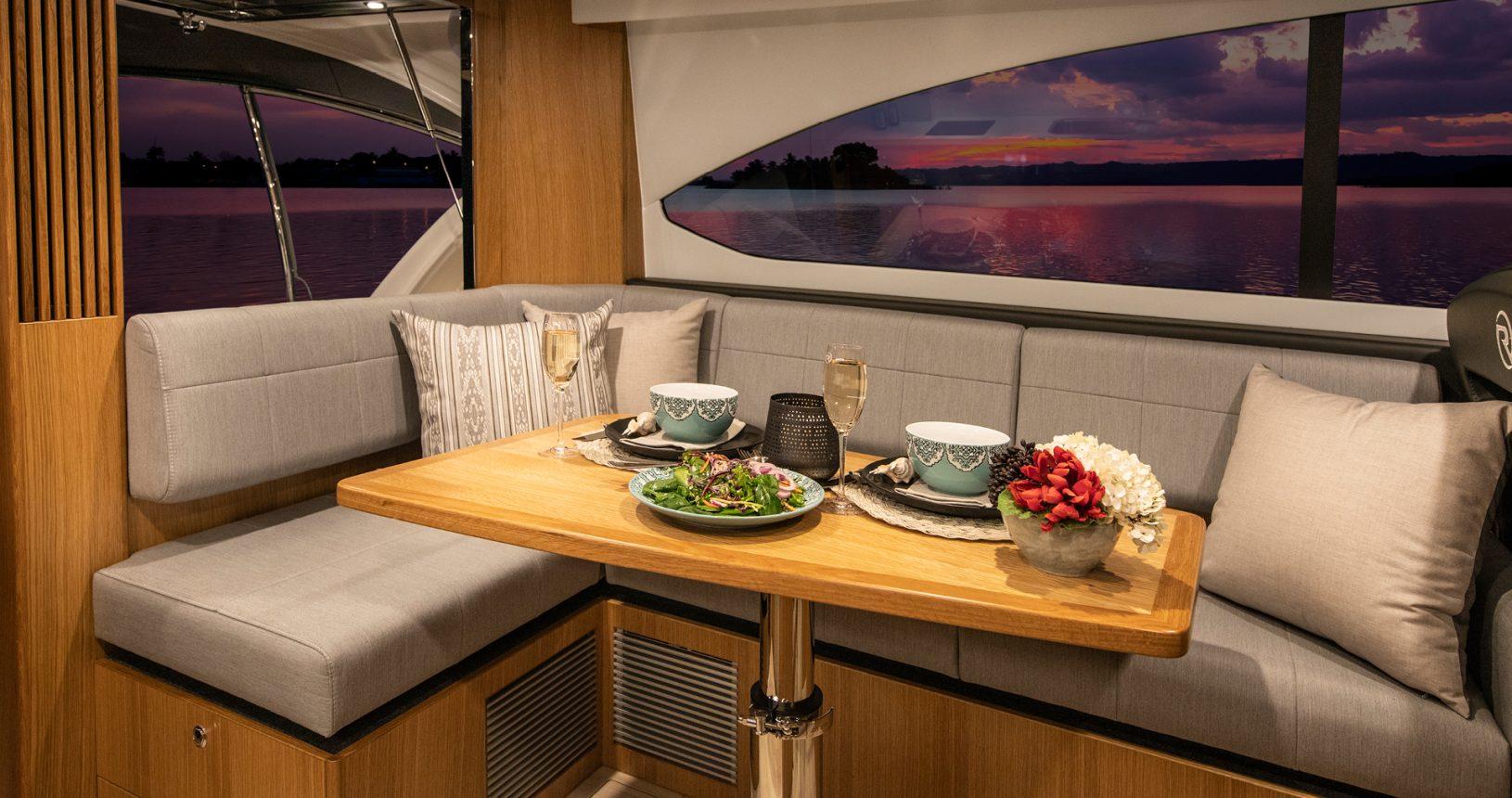 Riviera 39 Sports Motor Yacht - Salon / Dining Area